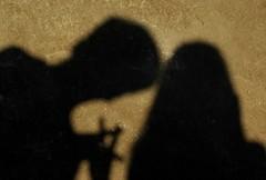 Ombre posone giocherellone (Muffix ^__^) Tags: friends boy shadow selfportrait roma girl bodylanguage samantha amici lafebbra muffix amicosbaciucchione stiamodandoinumeri cacchiosembralatestadeunmarziano