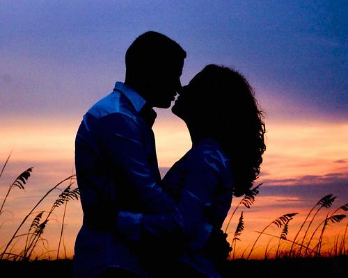 フリー画像| 人物写真| 一般ポートレイト| 恋人/カップル| キス/KISS| シルエット| 夕日/夕焼け/夕暮れ|     フリー素材|