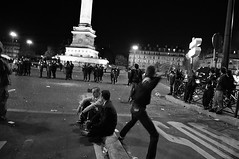 Riot for election of Mr Sarkozy n48 - Throwing stone to cops (glucozze) Tags: street paris fight riot gaz ps cs combat opra rue riots bastille sarkozy ump lections crs pav meutes mai68 6mai