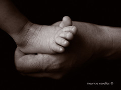 MOTHERLY (mauricio cevallos www.mauriciocevallos.com) Tags: bw baby cute feet pie bravo hand sweet mother adorable son mama mano bebe fz30 peopleschoice motherly abigfave superaplus aplusphoto