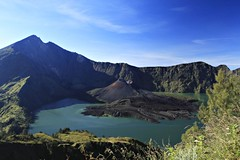 Lombok_107_30-04-07 (Kelly Cheng) Tags: mountain lake trek indonesia volcano crater caldera getty lombok rinjani tccomp111 segaraanak gettysale pickbykc gi1003 92194514