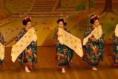 IMG_9264.JPG (y.awanohara) Tags: japan dance spring kyoto maiko geiko geisha sakura gion tradition miyakoodori april2007