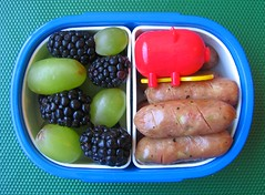 Speedy airplane lunch for toddler