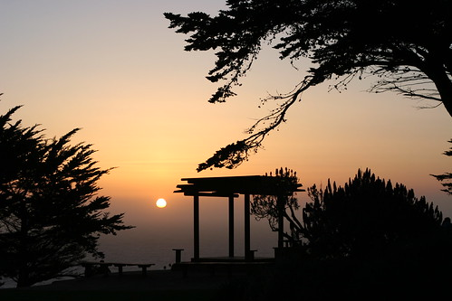 Coucher de soleil sur Ragged Point, Big Sur, Californie