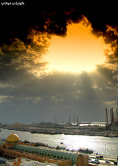 Light From The Sky (Hussain Shah.) Tags: light sea sky cloud sun port d50 nikon uae souk 1855mm nikkor sharjah beams picturecollection q8picturescom superaplus aplusphoto majarrah
