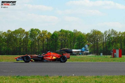 469599672 9c64daf2a9 Formula One Car Spyker F8 VII takes on F 16 Fighter Jet