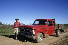 Man and truck (Ostrosky Photos) Tags: las people man argentina criollo formosa chaco laslomitas argentini lomitas