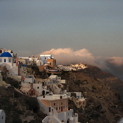 evening cloud, coming in (Frizztext) Tags: sunset cloud square santorini greece galleries ia oia blueribbonwinner frizztext superaplus aplusphoto travelerphotos