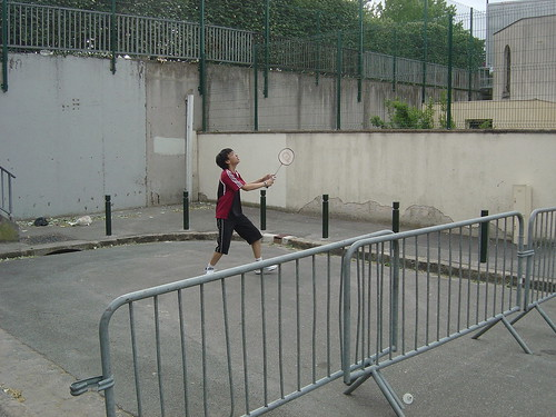 Alley badminton