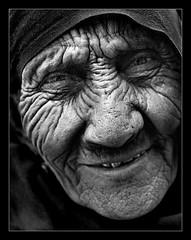 So be it.... Jedi.... (Pawel Maciejewski) Tags: china old travel portrait people bw woman nikon asia muslim hijab xinjiang kashgar d200 dignity zhongguo chiny yazhou nikond200 azja fivestarsgallery flickrexcellentphotos