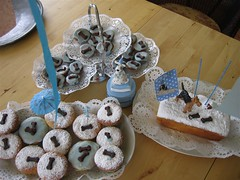 Birthday-cakes (moline) Tags: birthday blue cake cupcake