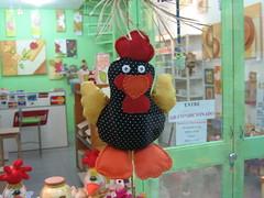 Handmade hen (Crafty_witchy_girl) Tags: store galinha handmade crafts artesanato hen cibelefraga