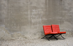 Chairs (staalnakke) Tags: china art concrete chairs beijing kina gravel artdistrict barcelonachair factory798 underskogno ferietur2007