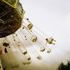 105485 (CHEN_Zheng) Tags: paris color kids fly swing tuileries ruili wellenflieger
