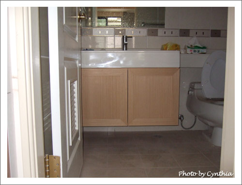 客浴洗手台下櫃