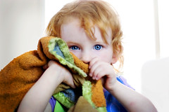 Linus (mosippy) Tags: kids blueeyes naturallight linus blanket 2yearsold canonef50mmf14usm jocie seriouskids kidportraits