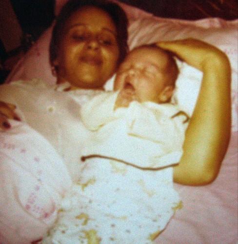 feliz dia das maes. Feliz dia das mães. 1977: pimpolho recém-nascido, numa véspera de dia das mães