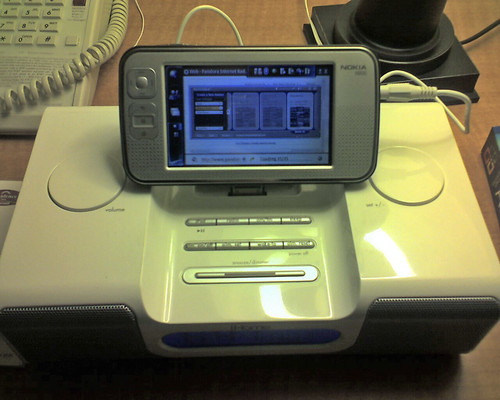 Picture of the N800 playing music