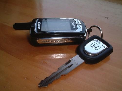 双方向リモコンと新品のキー