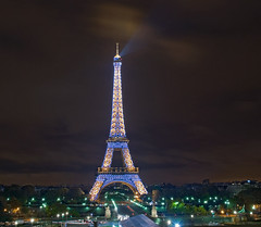 eiffel tower sparkles by night