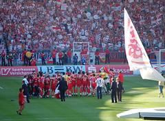 VfB Stuttgart ist Deutscher Meister (kleinlive) Tags: party mercedes football fussball stuttgart soccer energie cottbus 2007 bundesliga sieg feier schale dfb schalke04 vfb cannstadt vfbstuttgart deutschermeister rotwei gottliebdaimlerstadion euphorie autokorso