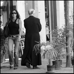 contrapposizione (kilometro 00) Tags: street people urban bw italy photography strada italia streetphotography streetportrait bn ritratti biancoenero treviso sacro veneto 500x500 firstquality profano trevision fotografidistrada italystreetphotography gliesclusi streetphotographytreviso fotodistradatreviso riiicercasociologica