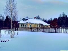 А вот и Татищево. Здесь еще сохранились традиционные русские избы. Зимой здесь живет 2-3 души и дорога к многим домам совсем не наезженна.