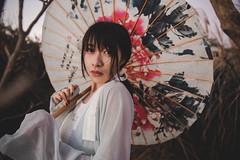 IMG_3191 (Yi-Hong Wu) Tags: 芒草 漢服 芒花 古裝 漢 女生 女孩 女性 女 女子 人 女人 山上 互惠 雪景 扇子 傘 逆光 舞 曜光 反射 情緒 可愛 美麗 外拍 室外 戶外