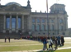 Schlange vor dem Reichstag