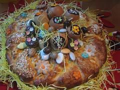mit Schoko-Nougat-Eiern (blusbri) Tags: cake easter singapore basket ...