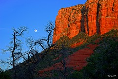 Moon over Sedona (norjam8) Tags: sunset red arizona orange moon mountain yellow evening bravo rocks butte sedona pb full soe hdr supershot instantfave 5xp impressedbeauty imgp6144hpp4f norjamss