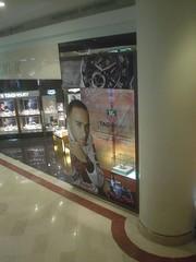 20.Suria KLCC裡面的豪雅錶廣告
