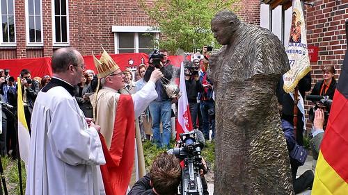 Papst Johannes Paul II. Denkmal in Hamburg Sankt Georg