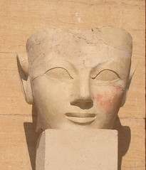 Head Shot (Gibna Kebira) Tags: head egypt statues queens temples 100views luxor 18thdynasty thebes hatshepsut egyptology pharaohs deirelbahri newkingdom mortuarytemple mar2007 osirid