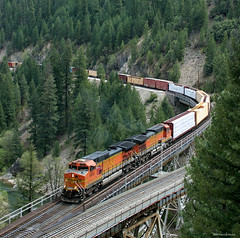 Coming off the Highline (Patrick Dirden) Tags: railroad train diesel rail bnsf featherrivercanyon featherriver freighttrain plumascounty keddie keddiewye c449w bnsfrailroad burlingtonnorthernsantaferailroad keddieca bnsf5466