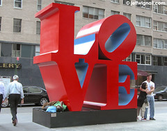 Love Sculpture, New York City (Jeff Wignall) Tags: newyorkcity sculpture love hugging manhattan homeless joy wignall homelessness thejoyofdigitalphotography