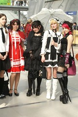 2007-03-24a 7D 0051 (cosplay shooter) Tags: costumes girls anime comics book costume comic highheels cosplay manga fair leipzig convention cosplayer rollenspiel buchmesse 2007 roleplay lbm leipzigerbuchmesse 2500z x201210