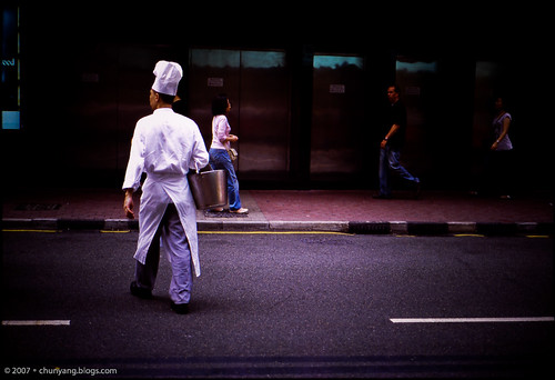 HK2007。街 | a chef in street