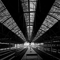 London Bridge Station (steffanmacmillan) Tags: blackandwhite film architecture vanishingpoint railway trains railwaystation 12mm platforms skylights terminus carriages bermondseystreet londonbridgestation shithole sigma1224 outstandingshots 25faves abigfave flickrelite konica200vx southlondongateway