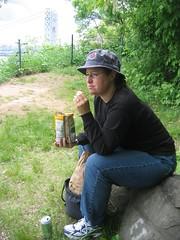 Katrina eating lunch (AmandaB3) Tags: bridge newyork georgewashingtonbridge palisadesnewjersey
