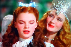 Judy Garland, Billie Burke TV Shot (Walker Dukes) Tags: color film beauty television canon xt tv screenshot glamour hollywood actress movies filmstill filmstills actor canonxt wizardofoz diva tcm 1939 moviestills moviestill judygarland tvshot turnerclassicmovies wickedwitch moviestars tvshots colorfilm billieburke oldmovies margarethamilton picturesofthetelevision televisionshot flickrglam colormovies colorfilms