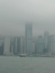 IFCが昨日よりも雲にかかってる