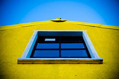 Window To the Sky (Stefan Elf) Tags: blue reflection building window yellow perspective arrow 1735mmf28d soe perfectblue nikond200 nikkor1735mmf28 25faves abigfave impressedbeauty superaplus aplusphoto superhearts printsavailableonrequest
