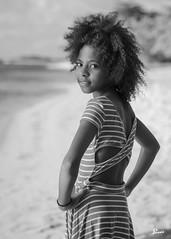 Tamika (02_0013BW) (ronnie.savoie) Tags: africanamerican black noir negra woman mujer chica muchacha girl pretty guapa lovely hermosa browneyes ojosnegros brownskin pielcanela portrait retrato model modelo modèle smile sonrisa sandybay roatan roatán honduras hondureña catracha bayislands islasdelabahía diaspora africandiaspora