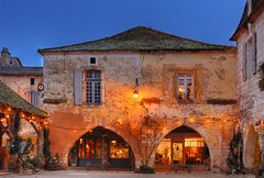 Old House | Monpazier Bastide, Perigord, France | davidgiralphoto.com (David Giral | davidgiralphoto.com) Tags: old blue sky chien david france english history architecture rural evening nikon war village dusk cent dordogne villages medieval hundred hour entre loup years bluehour prigord d200 middle guerre et ans ages hdr heure bastide giral mdival monpazier magique photomatix nikond200 edwardi anglaise 18200mmf3556gvr entrechienetloup flickrsbest tthdr plusbeauxvillagesdefrance copyrightdgiral davidgiral superaplus aplusphoto francelandscapes pitorresque pitorresques ruraux
