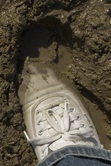 muddy_balloons_37a (sneaker lover) Tags: white fetish balloons shoes dirty canvas worn sneaker muddy keds