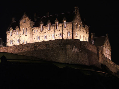 Of course Edinburgh Castles gold is versatile, here it is in white gold!