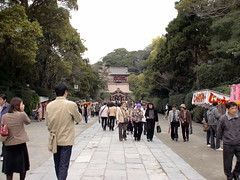 Approach to Tsurugaoka Shrine (ranicas) Tags: japan kamakura  2007