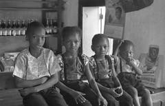 Temne children in Kabala, Sierra Leone (West Africa) (gbaku) Tags: pictures africa girls west cute girl children photo 60s child photos african picture sierra photographs sierraleone photograph westafrica afrika 1960s anthropologie leone sixties anthropology africain afrique ethnography ethnology africaine kabala westafrican warawara ethnologie afrikas