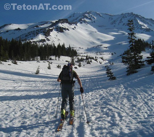 Randosteve starts up Avalanche Gulch on Mt Shasta